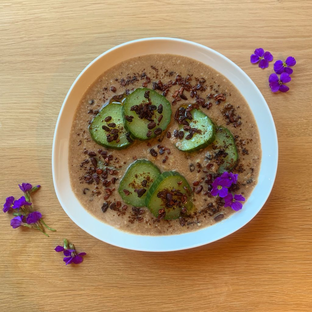 Cremiges Porridge mit Gurke